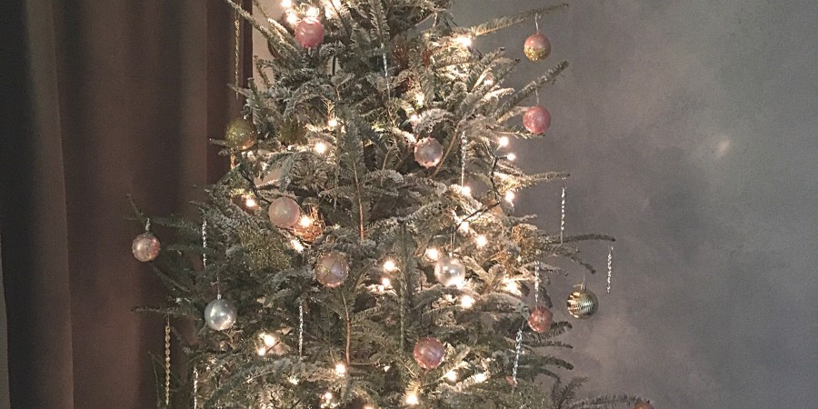 for a romantic and glamorous christmas tree look use rose gold silver gold