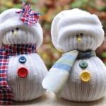 Oameni de zăpadă adorabili din şosete uzate