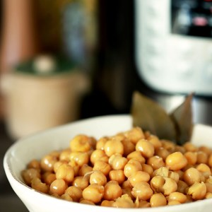 How to Prepare Chickpeas (Garbanzo Beans) in the Instant Pot