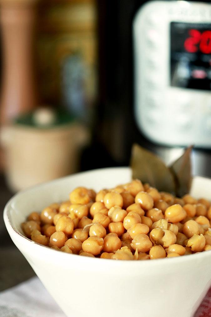 Chickpeas (garbanzo beans) in a bowl.