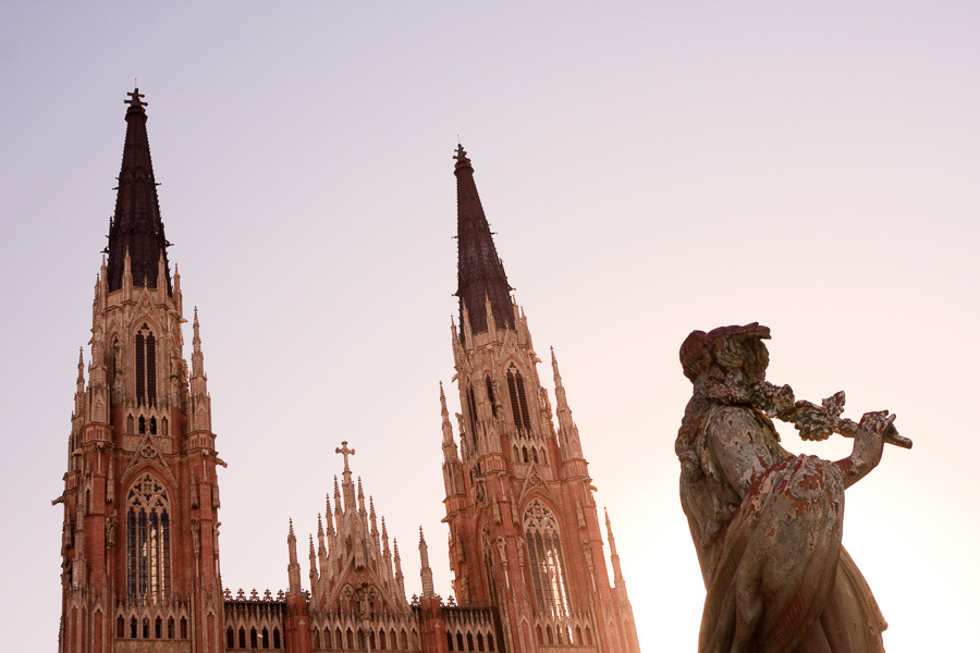 Photo of a cathedral showing how exposure works