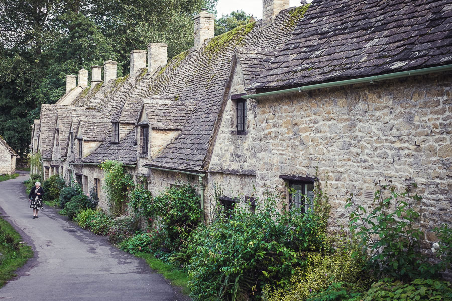 English village scene suitable for center weighted average metering mode