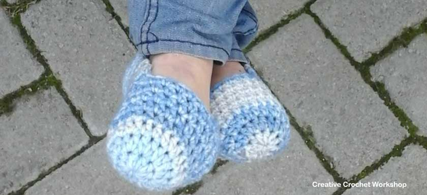 Winter Blues Easy Slippers - Free Crochet Pattern Feature Image | Creative Crochet Workshop @creativecrochetworkshop #BeatTheHeatCold2017