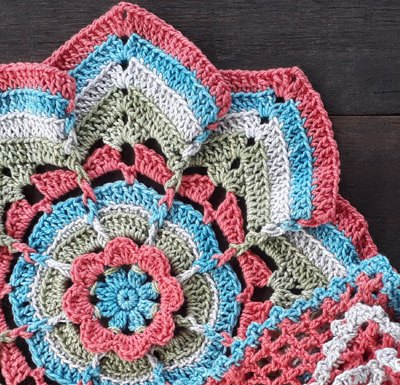 FLOWER BURST POTHOLDER