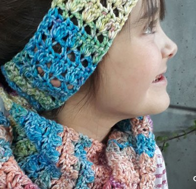 VIBRANT SCARF AND EAR-WARMER