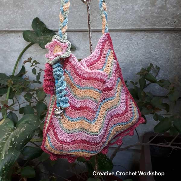 Revival Hippy Purse   Creative Crochet Workshop #freecrochetpattern #crochet #ccwrevivalhippiepurse