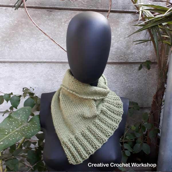 Twisty Rib Triangle Cowl - Free Knitting Pattern   Creative Crochet Workshop #KALCorner #lionbrand #lionbrandyarn