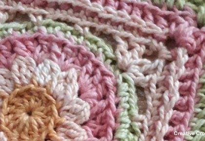 Boxed Rose Pink Violet Flower Square - Free Crochet Pattern | Creative Crochet Workshop #freecrochetpattern #crochet #crochetsquare