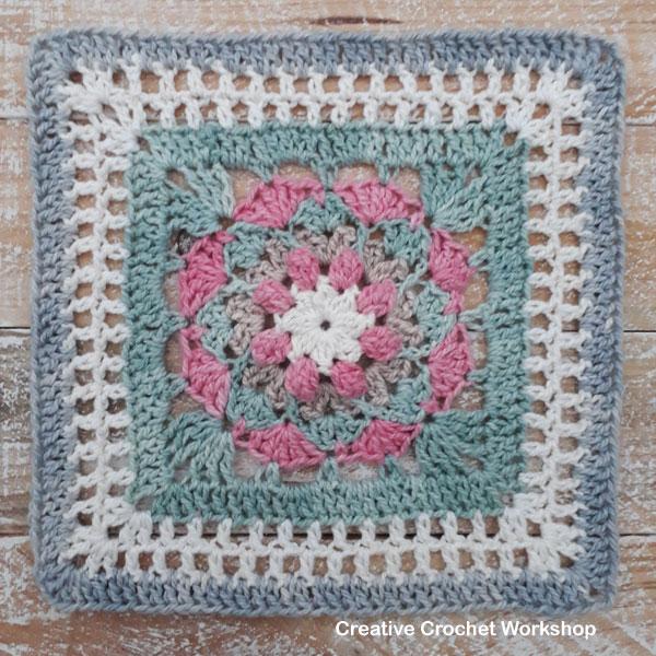Olwen Afghan Square - Free Crochet Pattern | Creative Crochet Workshop @creativecrochetworkshop #freecrochetpattern #grannysquare #afghansquare #crochetalong #ccwcrochetablock2019