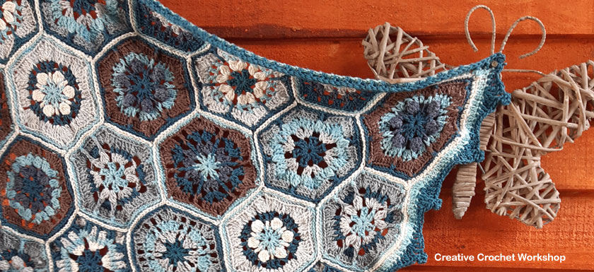Blues Melody Baby Blanket - Free Crochet Along | Creative Crochet Workshop #freecrochetpattern #crochet #crochetalong #hexagon @creativecrochetworkshop
