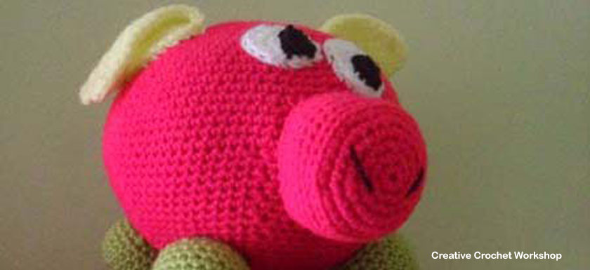 Nellie Crochet Pig Pal - Free Crochet Pattern | Creative Crochet Workshop #freecrochetpattern #crochet #crochetdoll #farmanimal #crochetpig #crochetfarm #crochetsoftie #plushdoll @creativecrochetworkshop