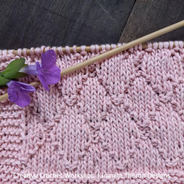Knitted Diamond Seed Stitch Square - Free Knit Pattern | Creative Crochet Workshop #freeknitpattern #knit #knitaccessory #knitted #KALCorner @creativecrochetworkshop