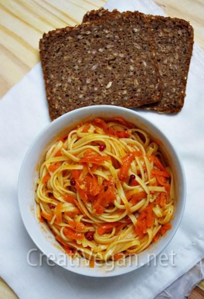 Tallarines con salsa de zanahoria y vino blanco