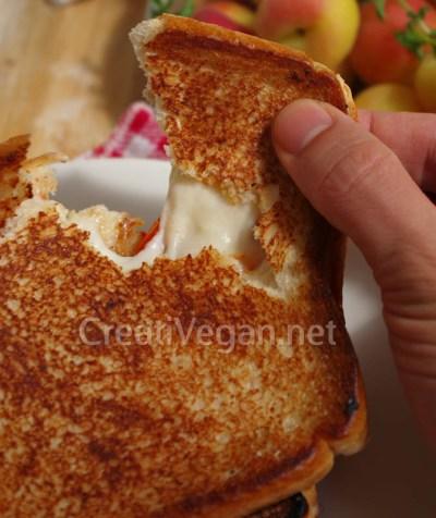 Sándwich de mozzarella vegana casera