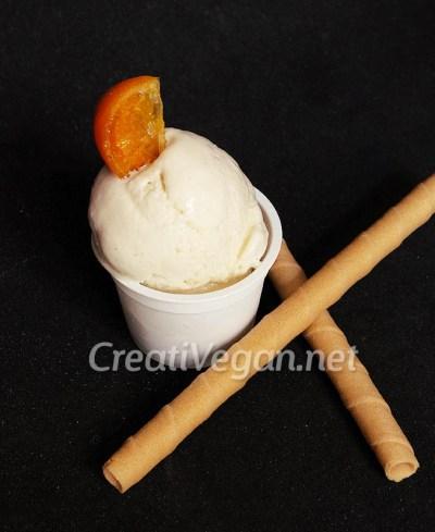 Helado de leche merengada vegana con naranja