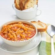 Pasta e ceci (pasta con garbanzos)