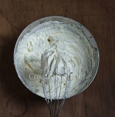 Montando nata vegetal con queso vegano
