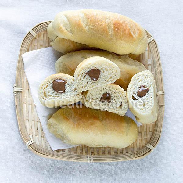 Bollitos de nata veganos rellenos de crema de cacao con avellanas