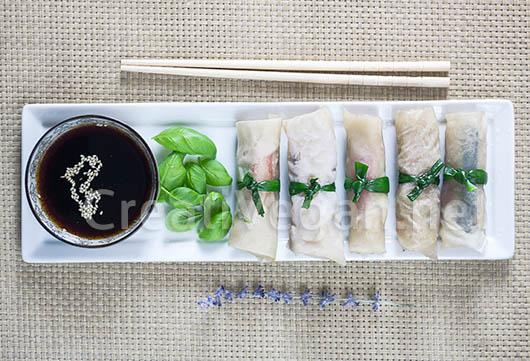 Rollitos hechos con obleas de arroz caseras