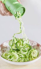 Haciendo noodles de calabacín con el espiralizador