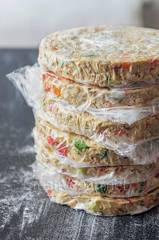 Luciburgers (hamburguesas de tofu y verduras) formadas y listas para congelar - CreatiVegan.net