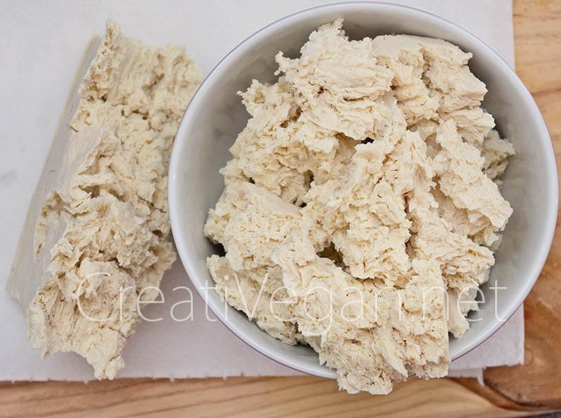 Tofu duro congelado, descongelado y escurrido, troceado - CreatiVegan.net