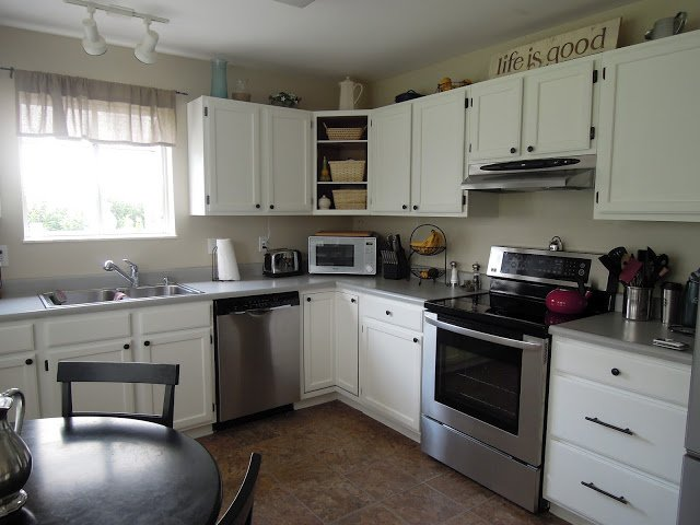 How To Paint White Kitchen Cabinets