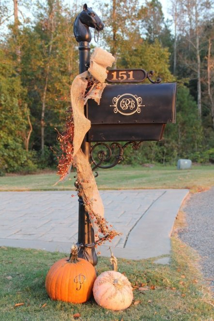 fall-mailbox
