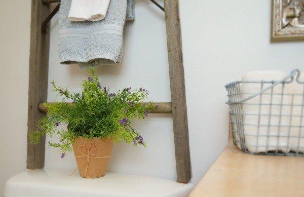 rustic-bathroom-farmhouse-decor