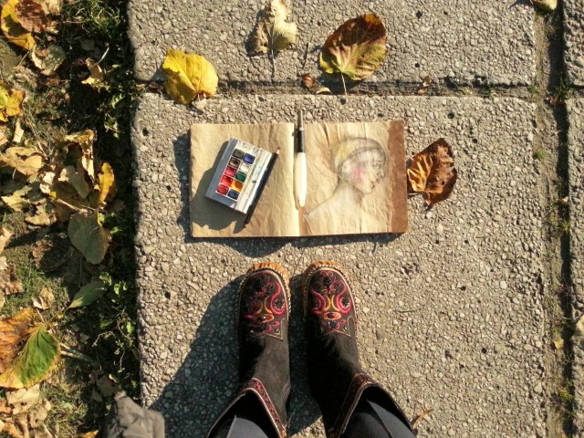 Whimsical portraiture on bag paper - autumn inspiration by Cristina Parus @ creativemag.ro