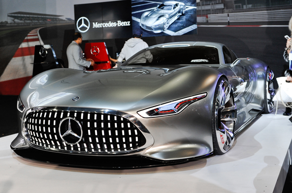 Mercedes-Benz-AMG-Vision-Gran-Turismo-Concept-front-three-quarters-view