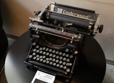 Underwood Typewriter - whats on your mind