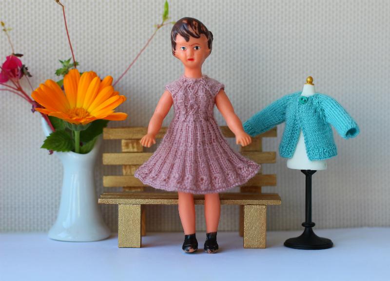 "<img src=""ari dolls "" alt=""creativhook collection"" />"