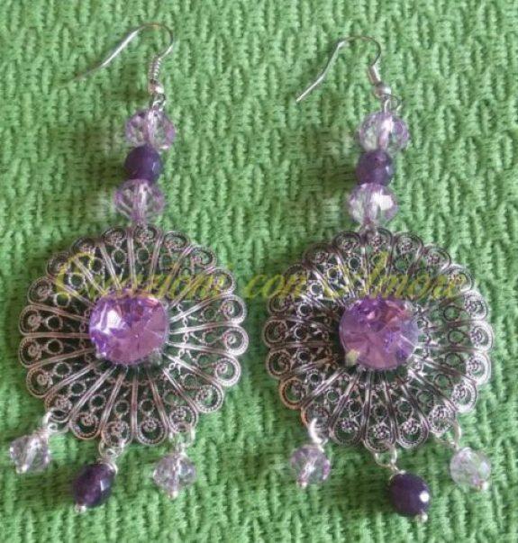 Orecchini margherita anticata e castone con gemma lilla