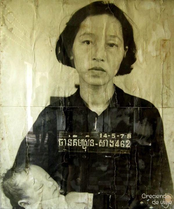 foto mujer niño genocidio camboyano