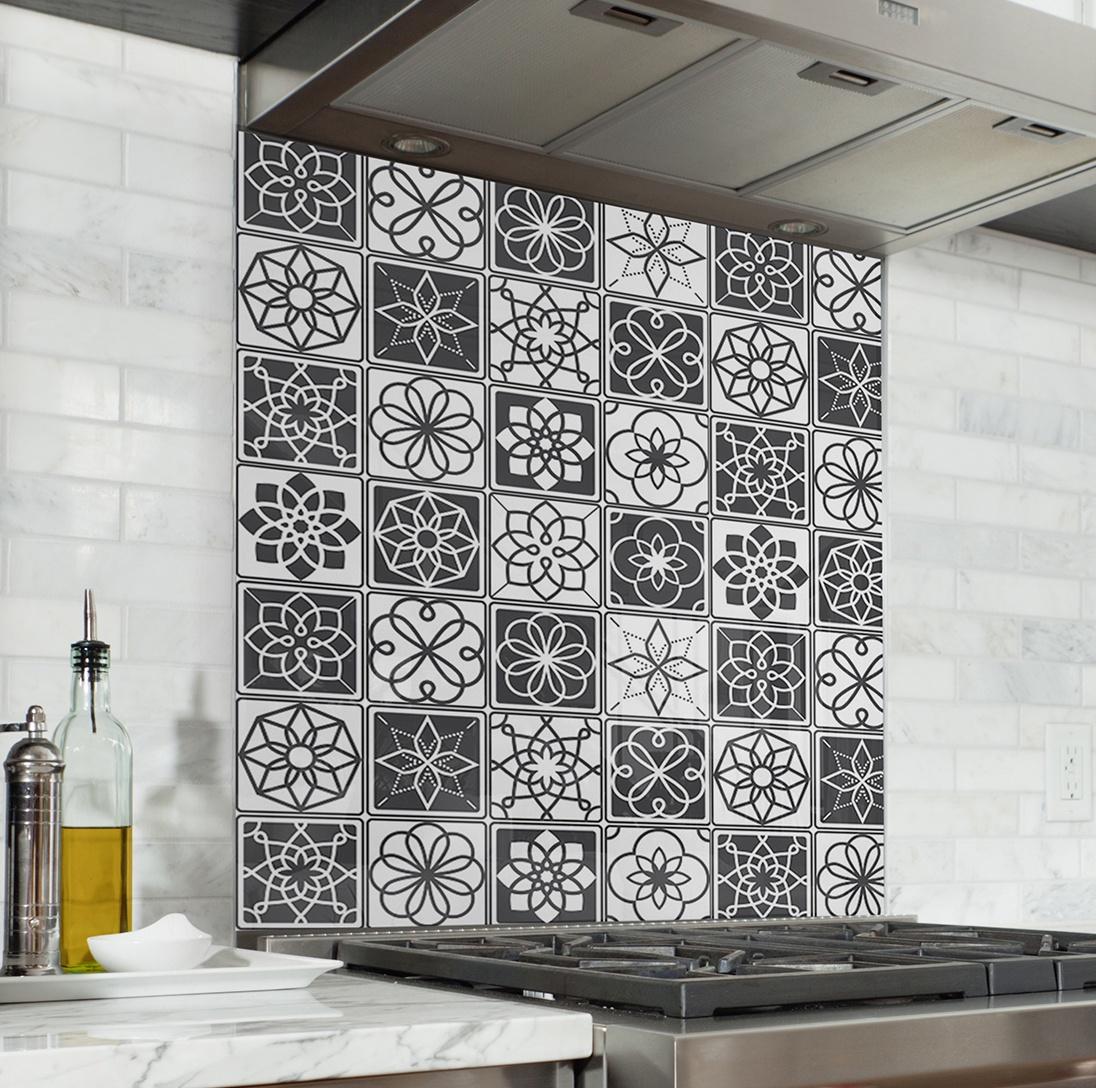 fond de hotte carreaux de ciment noir et blanc