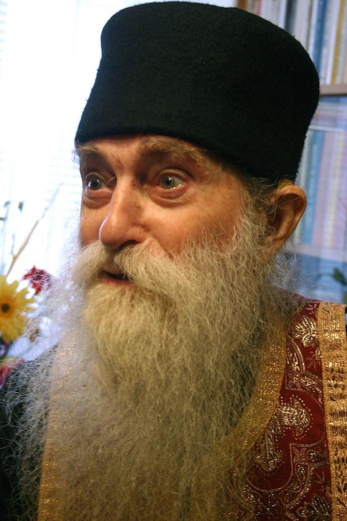 Parintele Arsenie Papacioc - Cuvinte de folos: trei lucruri care trebuie respectate pentru a nadajdui mantuirea