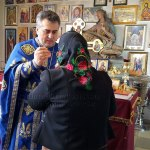 Părintele Vasile Florin Reuţ a avut parte de o surpriză deosebită din partea credincioşilorr