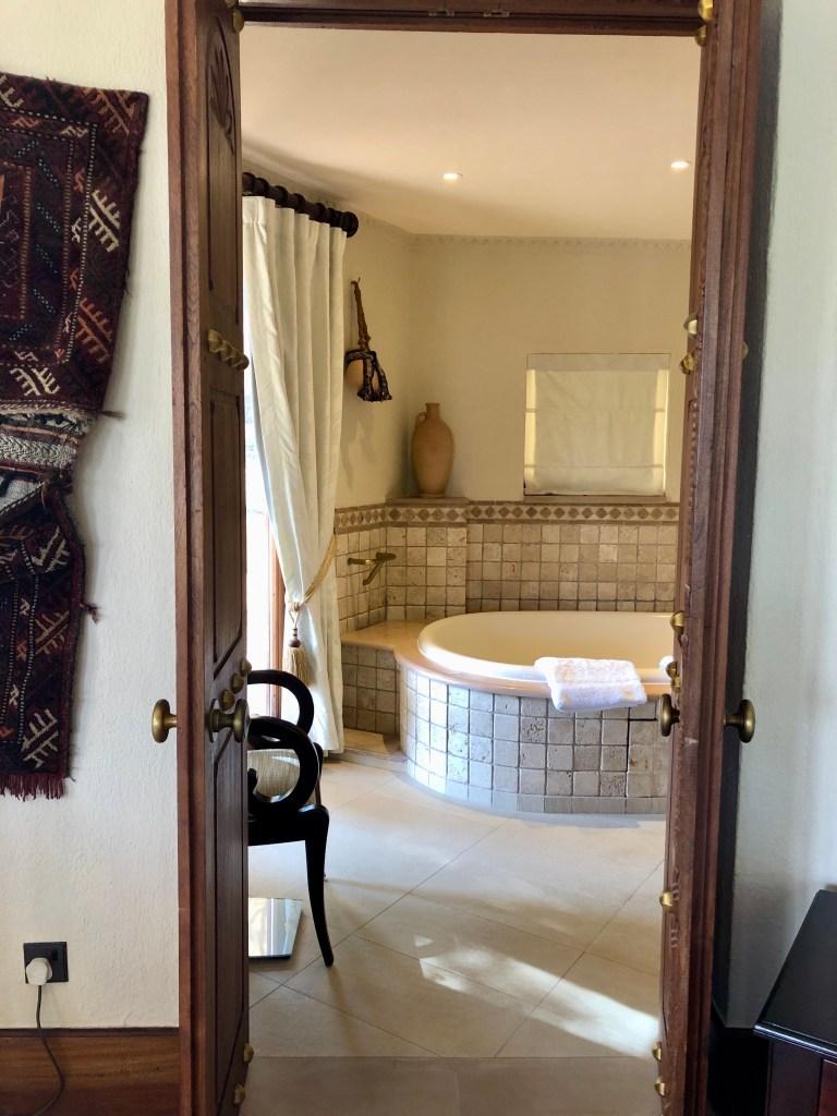 Al Maha Bedouin Suite Bathroom