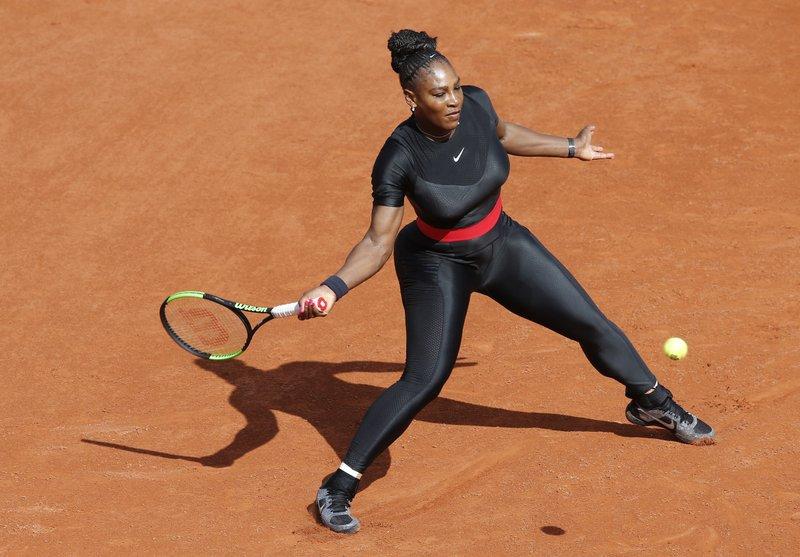 Serena Williams makes fashion statement in Grand Slam return (1)