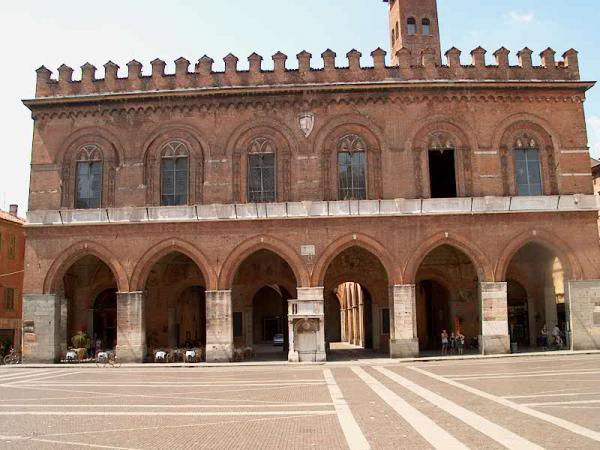 Il palazzo comunale di Cremona
