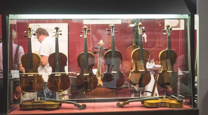 Violini a Cremona, foto da ufficio stampaViolini a Cremona, foto da ufficio stampa