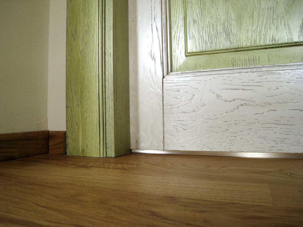 porta anticata in legno massello