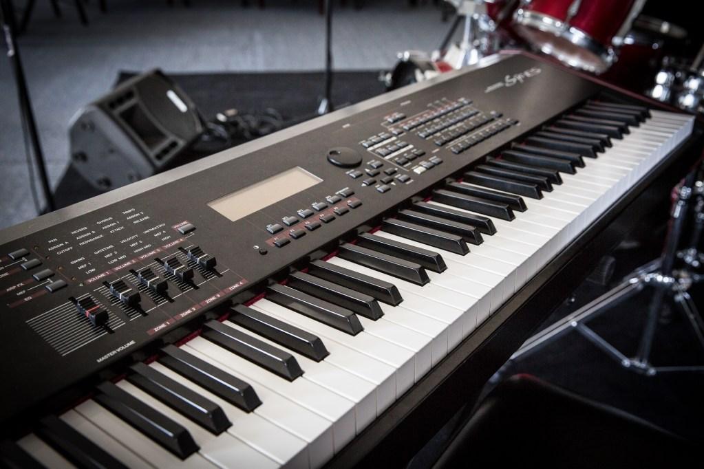 Yamaha S90-ES 88 Key Synthesizer Keyboard Workstation