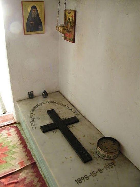 Mormantul Cuviosului Iosif Isihastul - Sfantul Munte Athos