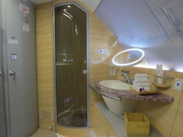 Emirates luxury travelling 002