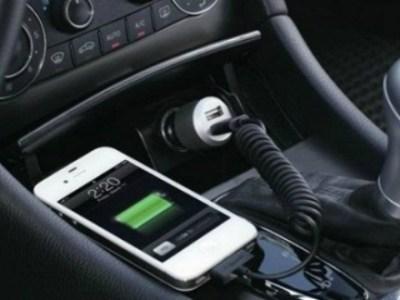 Η φόρτιση του smartphone στο αυτοκίνητο κοστίζει