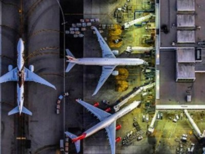 Αεροφωτογραφίες με αεροδρόμια και αεροπλάνα
