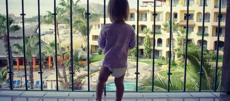Παιδί στο μπαλκόνι; Δείτε μέτρα προστασίας
