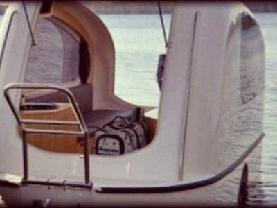 Τροχόσπιτο και βάρκα, 2 σε 1
